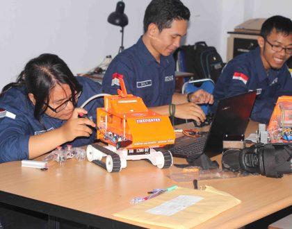 Tim ROBOUMI Unja Sabet Juara Dua Lomba Robot Nasional