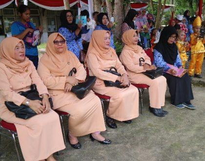 Ketua DWP Unja Serahkan Hadiah Pemenang Lomba Memperingati Hari Kartini