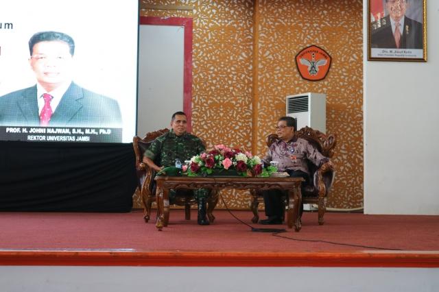 PANGDAM II/SRIWIJAYA BERIKAN KULIAH UMUM DI KAMPUS PINANG MASAK
