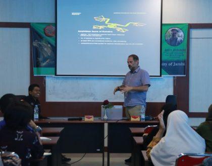 Prodi Biologi FST Adakan Kuliah Umum Peran Amphibu sebagai Bioindikator Untuk Kerusakan Lingkungan