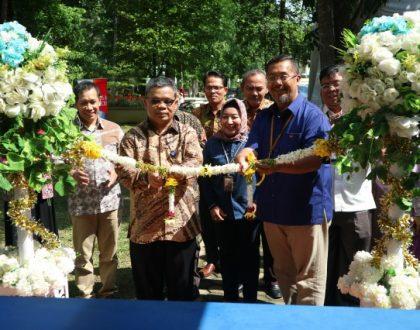 Rektor Resmikan Pojok Daring Pertama di Indonesia